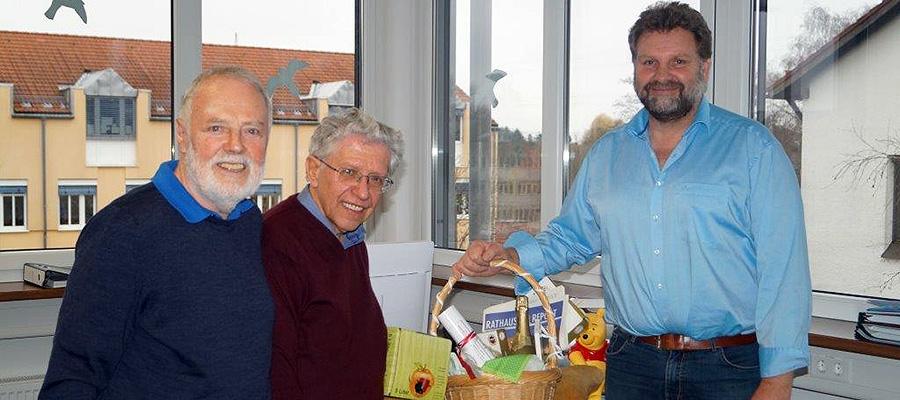 Geschenkkorb der UBV für Bürgermeister Martin Schäfer